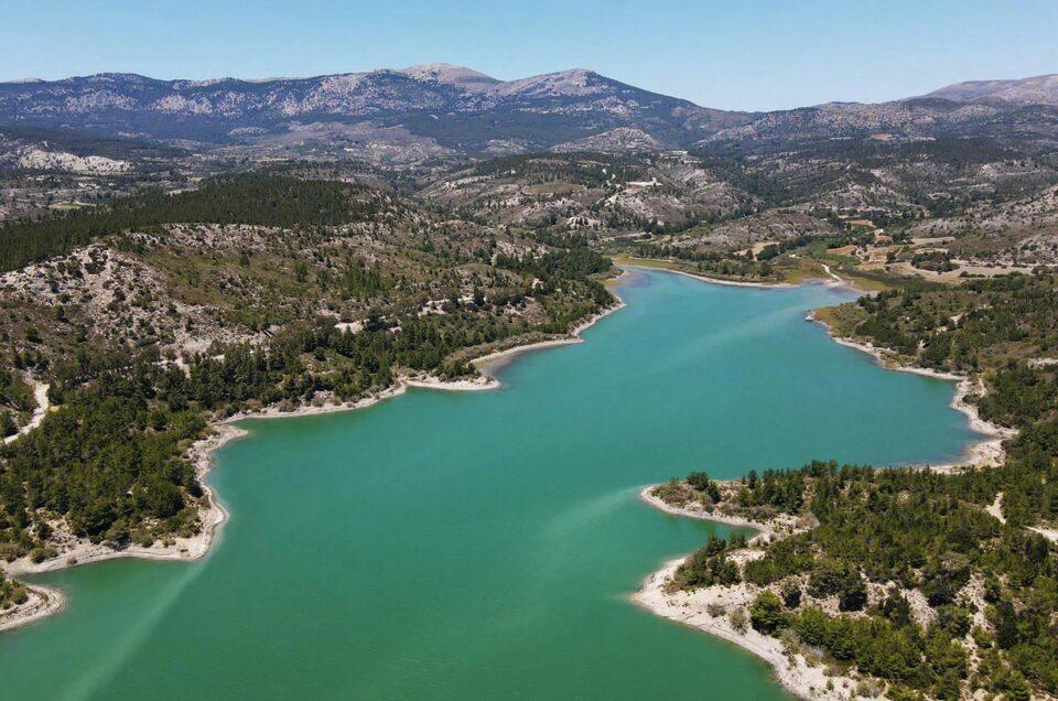Озеро в деревне Аполаккия